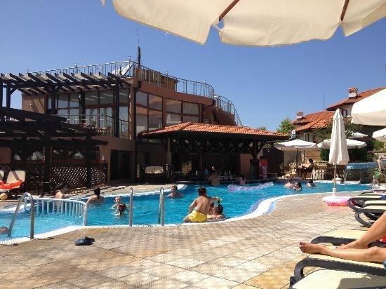 Détente à la vue sur la baie de sport Bar piscine