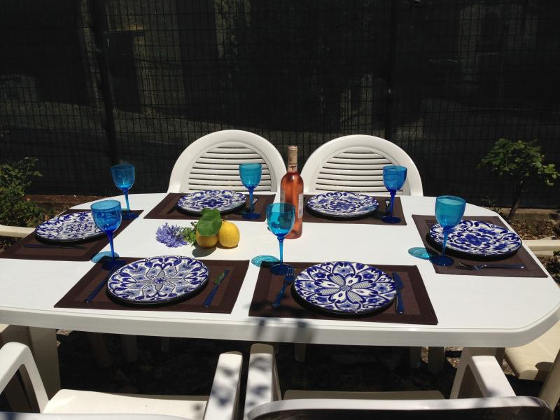 Private Courtyard Dining outdoor option