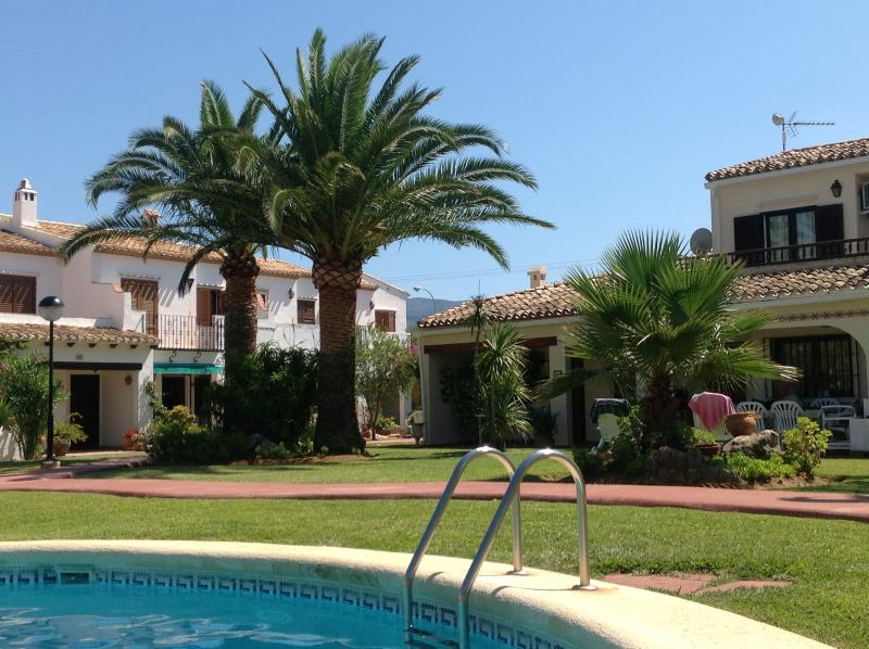 Villa with pool and near beach, location de vacances à Denia