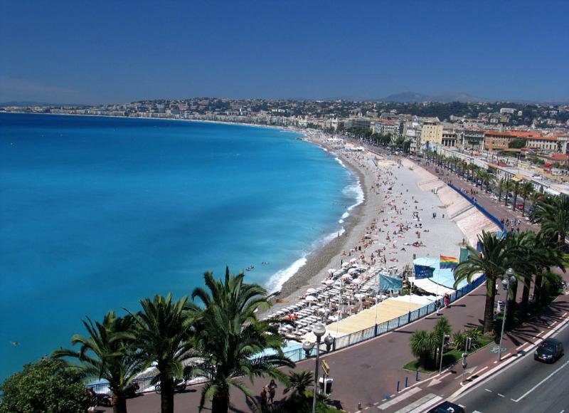 The main beaches, 10 minutes walk from the studio