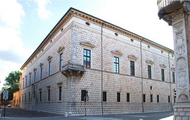 Palazzo dei diamanti. 5 minuten lopen van het appartement.