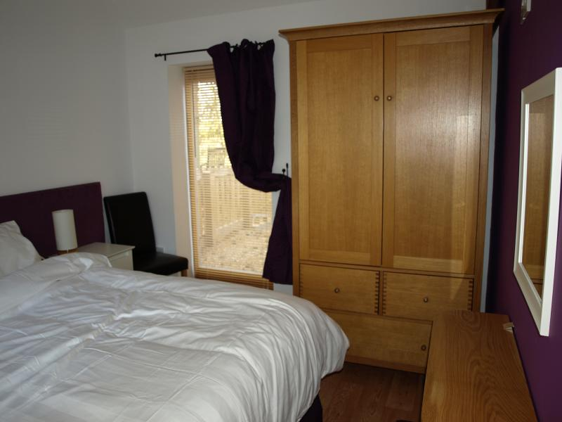 Bedroom 2 - LakeView