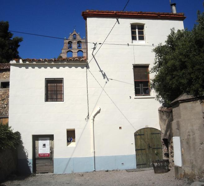 Front of the Cellermasters house