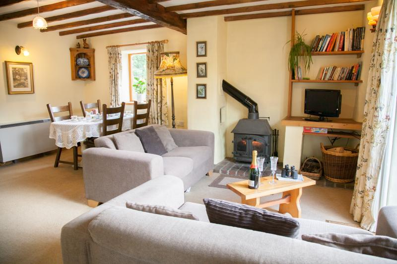 Garden Cottage. Log fire, walled garden, Free WiFi, free parking, pets welcome, vacation rental in Exmoor National Park
