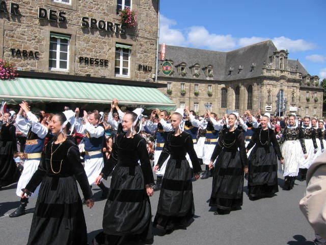 'Fete de danse Saint Loup, Guingamp every August.