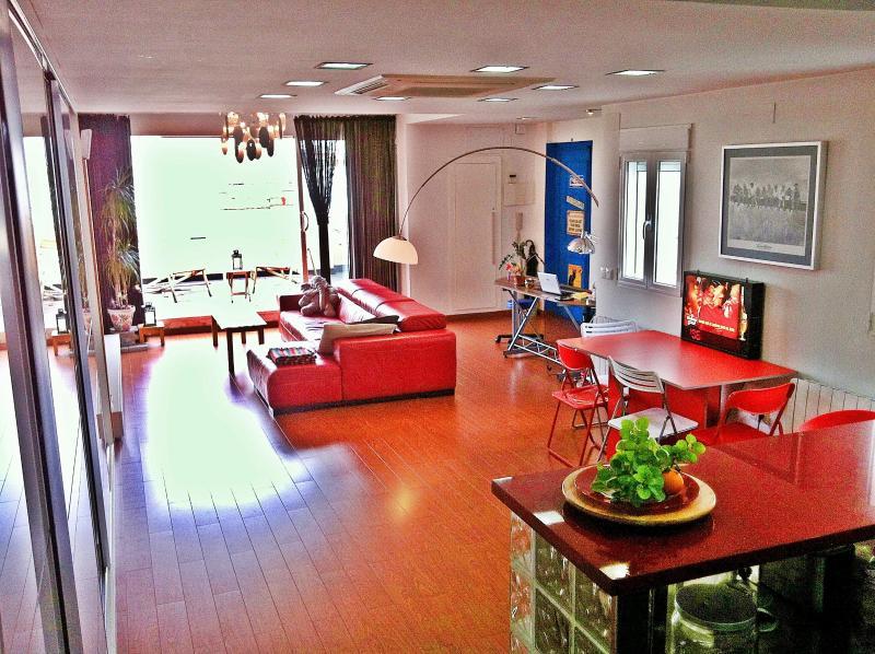 design loft+wifi+sunny terrace, location de vacances à Valence