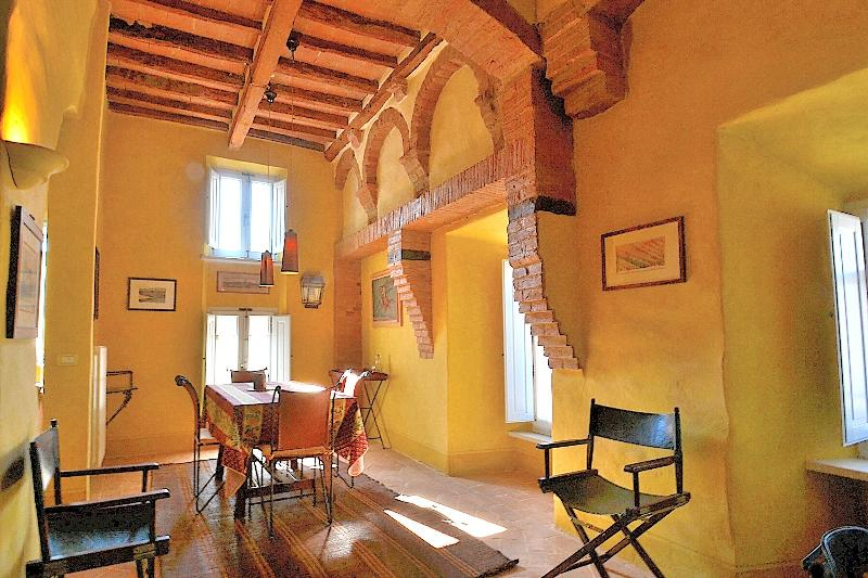 Casa Prisca lounge with old arches