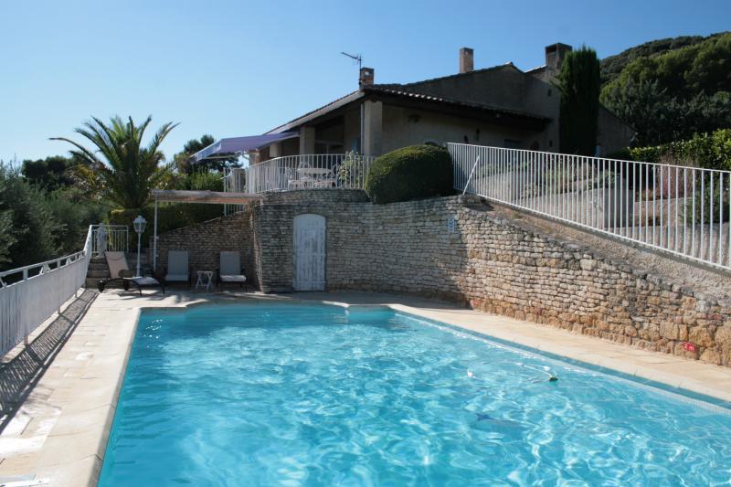 piscine sécurisée (9m x5 m) et la maison