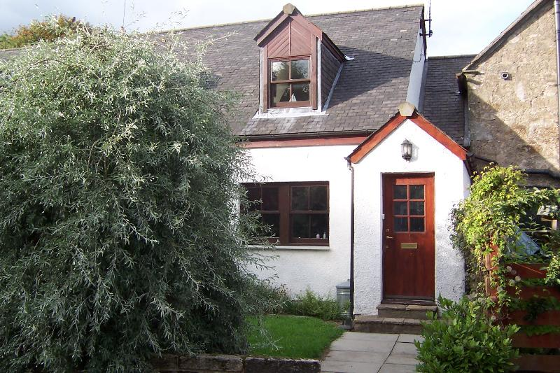 Carlops Cottage is in the historically interesting village of Carlops, near to the city of Edinburgh