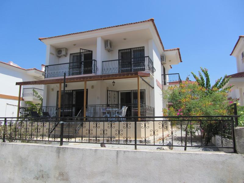 4 bedroomed villa set in its own grounds