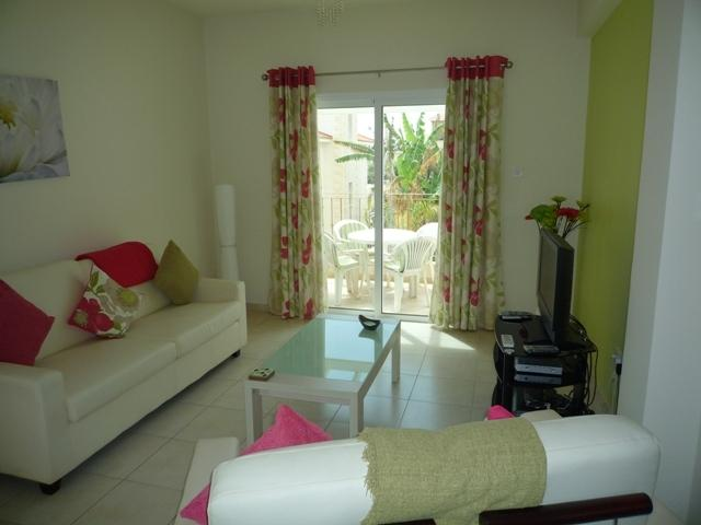 SPACIOUS OPEN PLAN LOUNGE WITH AIR C0NDITIONING PATIO DORS TO BALCONY WITH SEA VIEWS