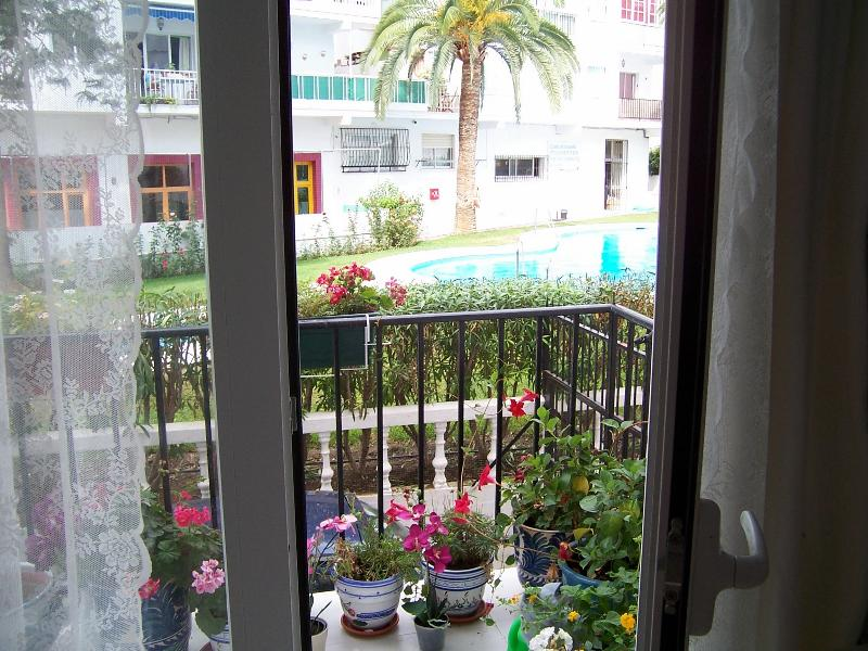Central Nerja, overlooking pool, holiday rental in Nerja