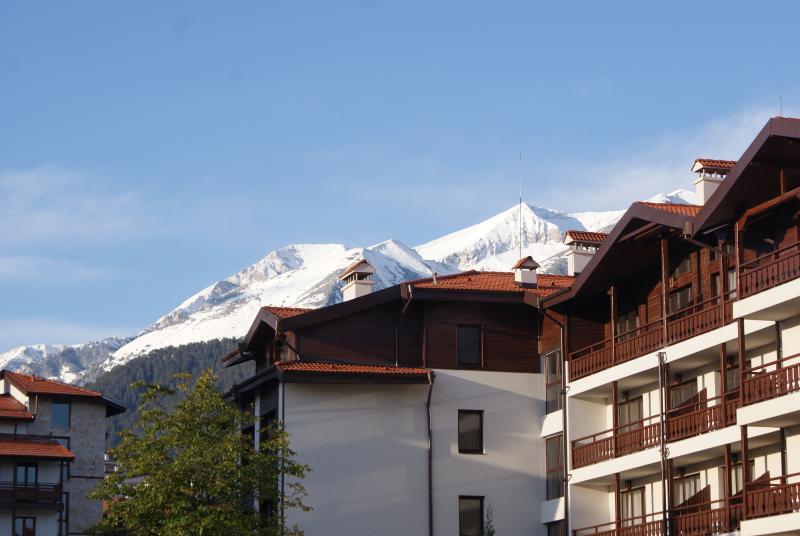 Blick von einer der Wohnung Balkon auf den Skipisten