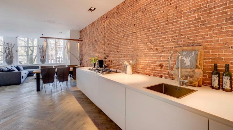 Cocina de lujo con antiguos brickwall