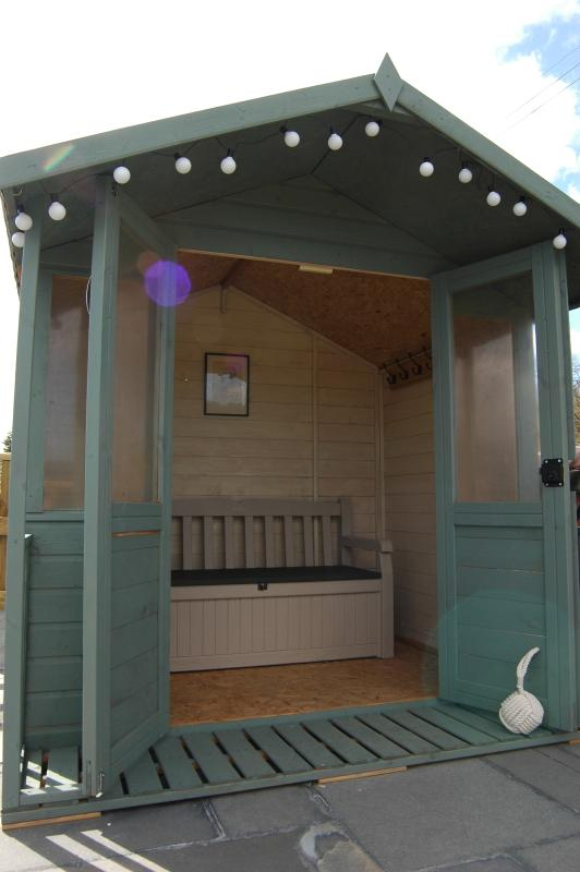 Summer house to change in from the tub
