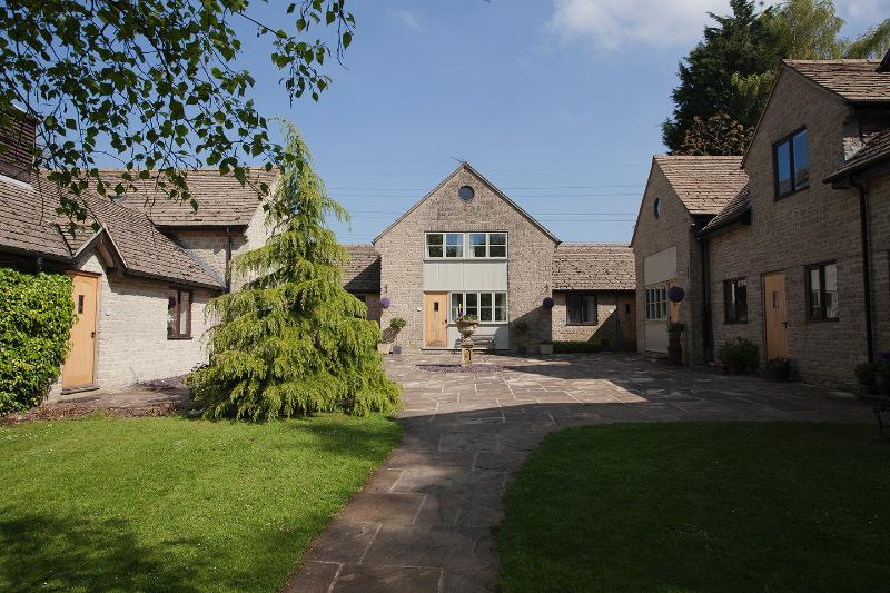 Derrybrook Cotswolds Cottage, Superking or Twin beds, alquiler vacacional en Cheltenham