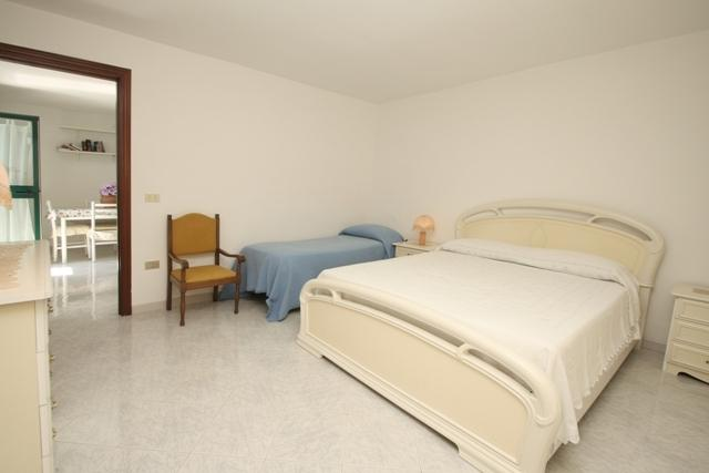 Bedroom: double bed + single bed