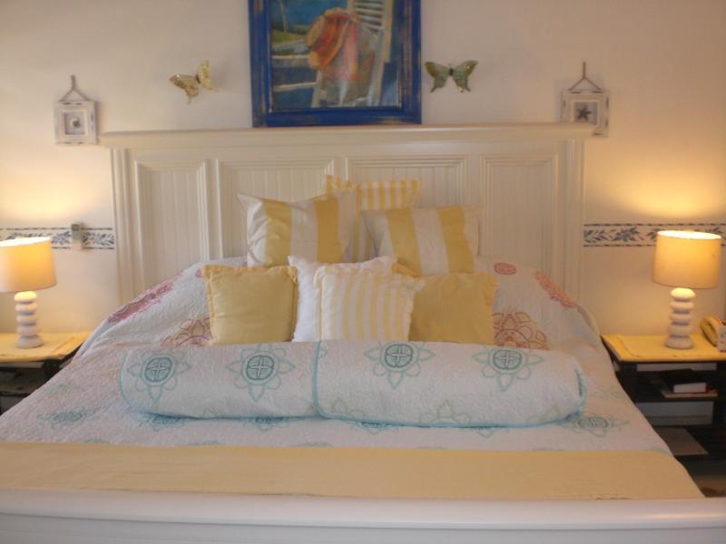 The large Kingsize Bed and stylish soft furrnishings