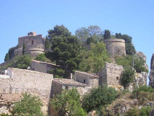 Visit the famous Guadalest Castle, a lovely day trip that's close by.
