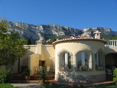 close up of villa Destino backdrop of Montgo mountains