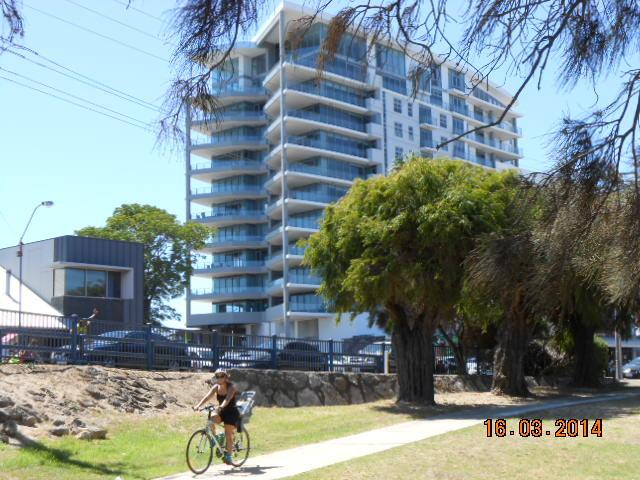 Cycle paths along foreshore