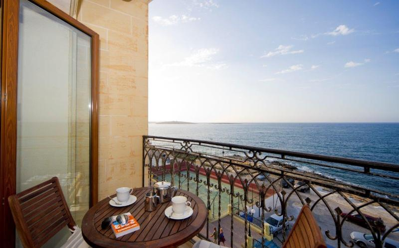 Ascot By The Sea - Bugibba Waterfront, vacation rental in Bahar ic-Caghaq