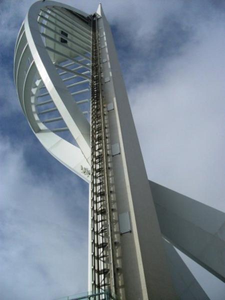 Portsmouth oferece lugares modernos e históricos de interesse.