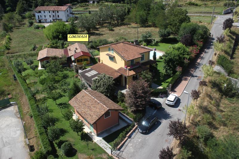 Vista aerea villa Limonaia e proprietà 'B&B Il Melograno'
