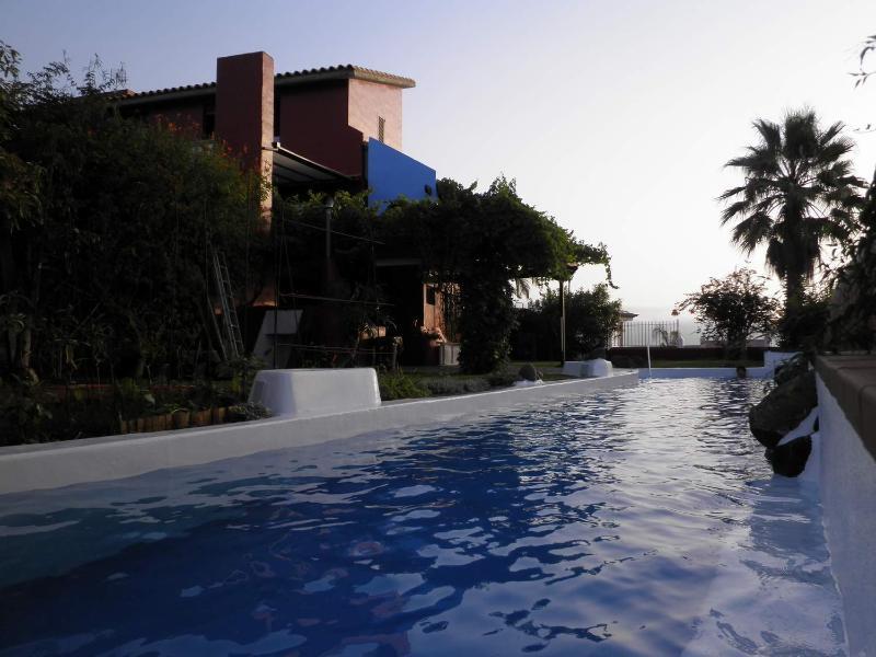 Villa de lujo en Tenerife, piscina climatizada e impresionantes vistas la Teide, alquiler vacacional en El Sauzal