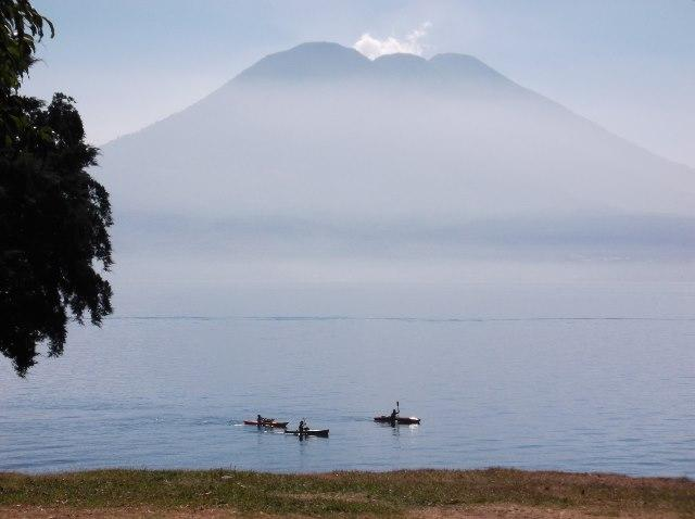Lake Atitlan Spacious Studio style with private bath and kitchen., alquiler de vacaciones en Jaibalito