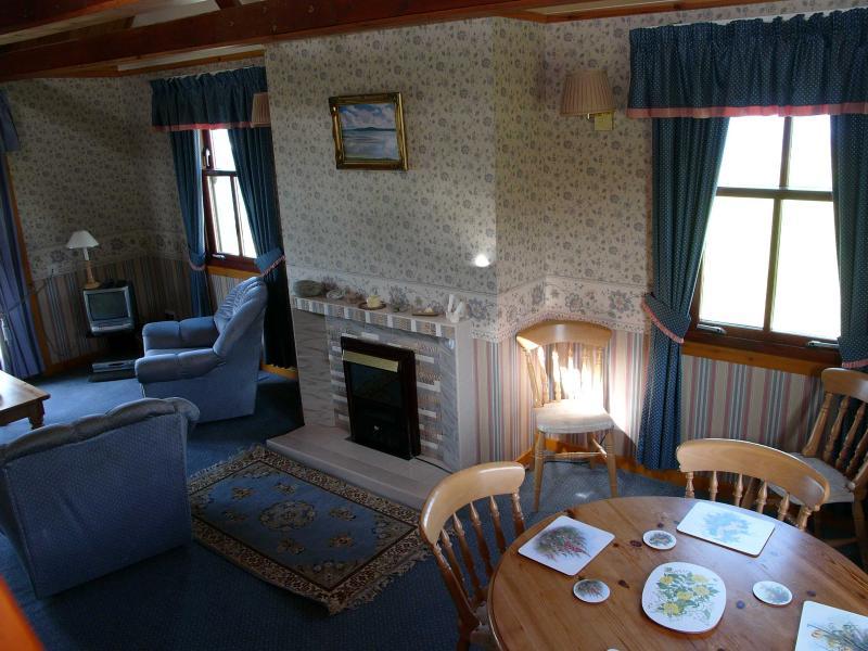 Ocean View Spacious Sitting/dining room