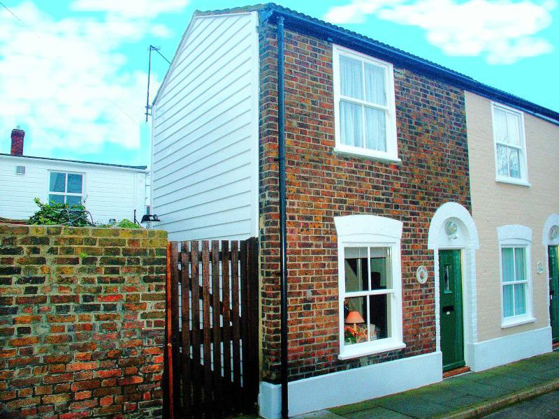 **SHRIMP COTTAGE** DEAL, KENT, ENGLAND.      Shrimp Cottage Deal Kent