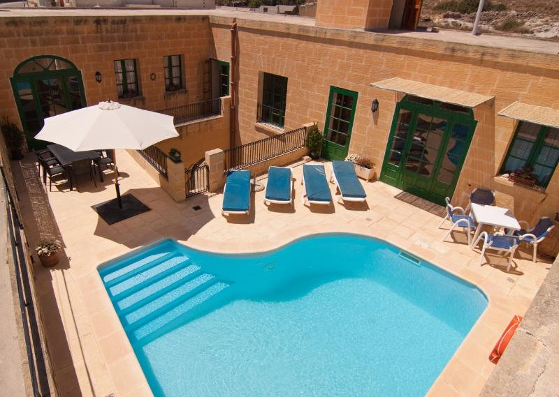 MALTESE FARMHOUSE/VILLA WITH PRIVATE POOL, vakantiewoning in eiland Malta