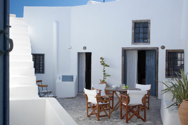 Spiti Stelios Restored Traditional Artisan Home, Ferienwohnung in Santorin