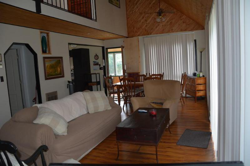 Livingroom looking towards Dining area
