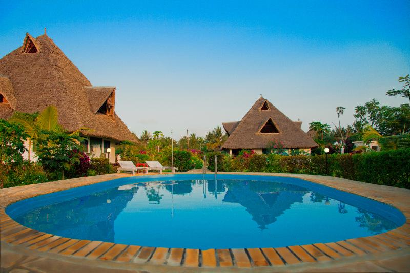 Villa Dora sleeps 8+ with children friendely swimming pool ..., holiday rental in Msambweni