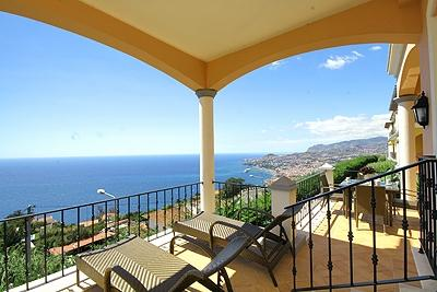 SUPERB FUNCHAL AND SEA VIEW DELUXE TWO BEDROOM APARTMENT