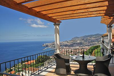 TOP FLOOR CORNER TWO BEDROOM WITH FUNCHAL AND SEA VIEW APARTMENT
