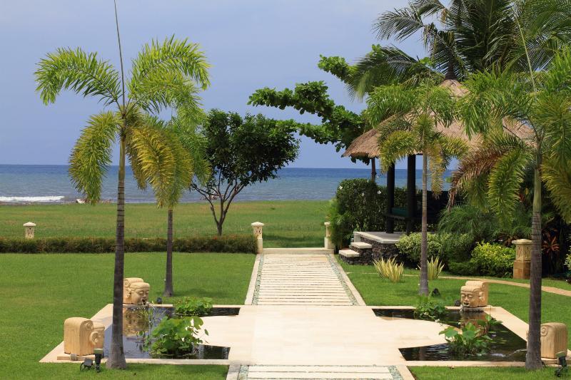 Garden and sea view of villa Baruna