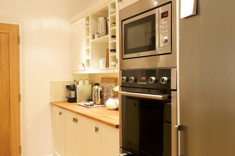 Extensively equipped kitchen with double oven, integrated microwave and Nespresso machine