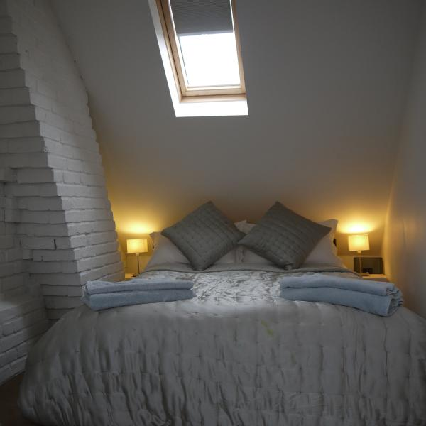Cosy king-sized super comfortable bed with en-suite