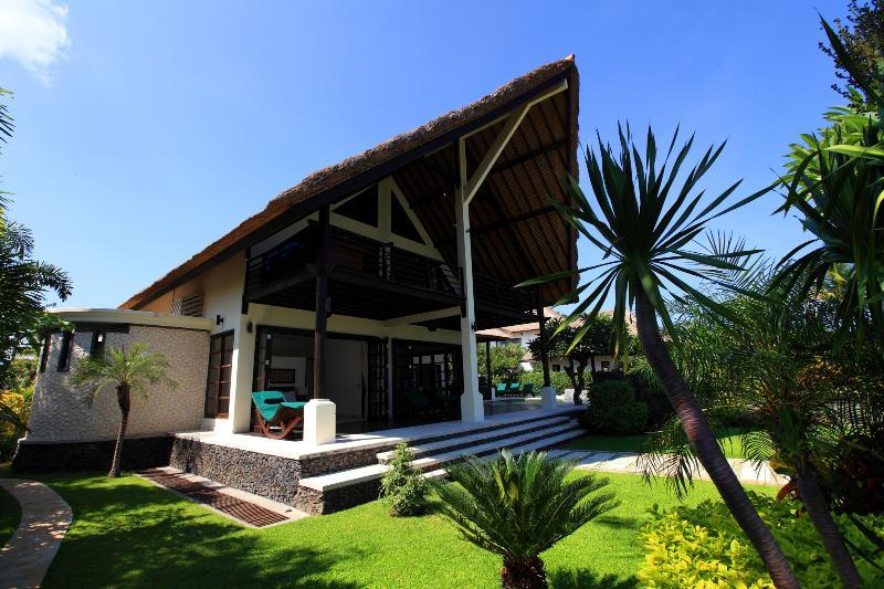 Front view of villa Baruna