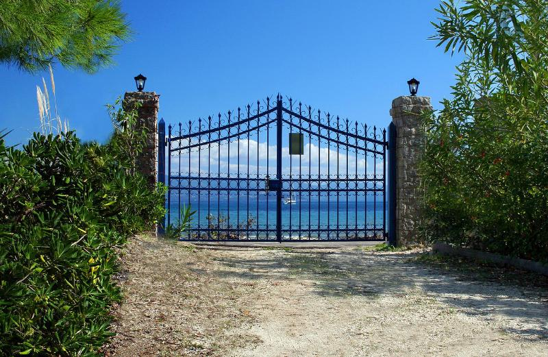 Villa Lefka Gate to the Beach