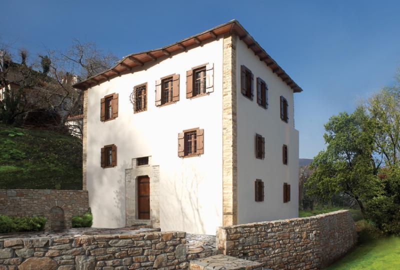 Mountain's Secret Villa, holiday rental in Kalamaki