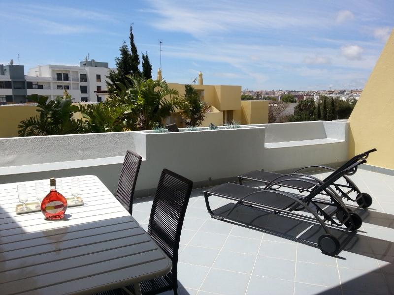 Fantastic sunny balcony ,perfect for relaxing and dining.