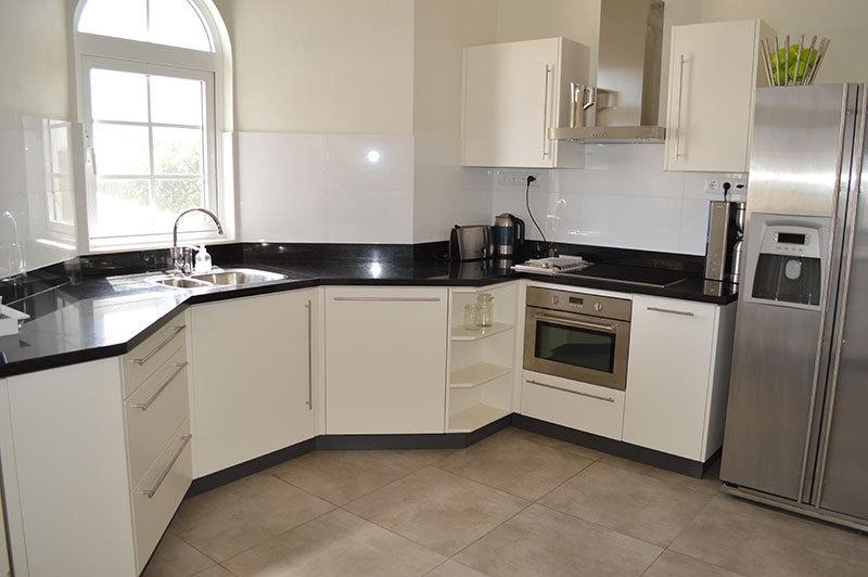 Self-catered apartment with fully equipped kitchen or restaurants right next door