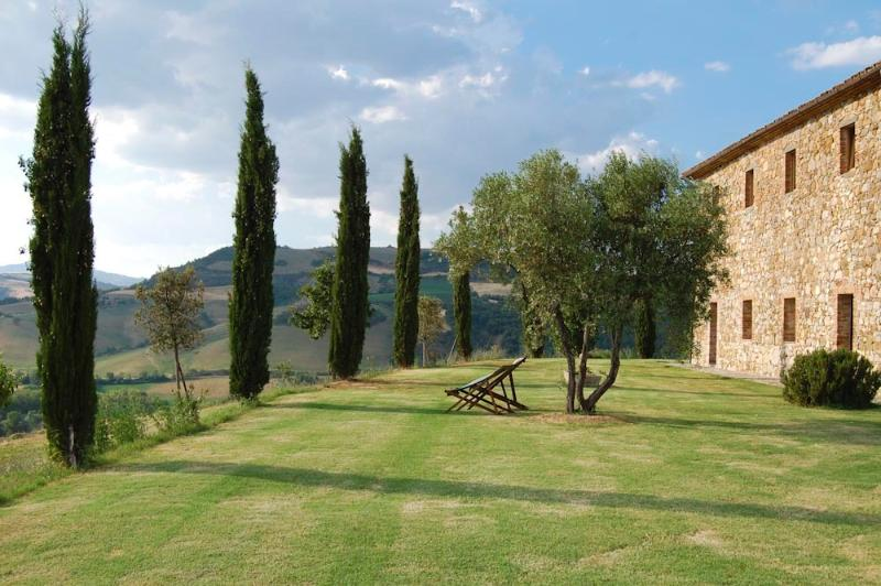 The Old Stone House (v033), vacation rental in Trevinano
