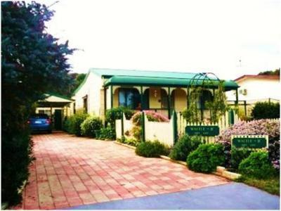 Wattle-B-Cottage is a fully self contained 2 bedroom seaside cottage.