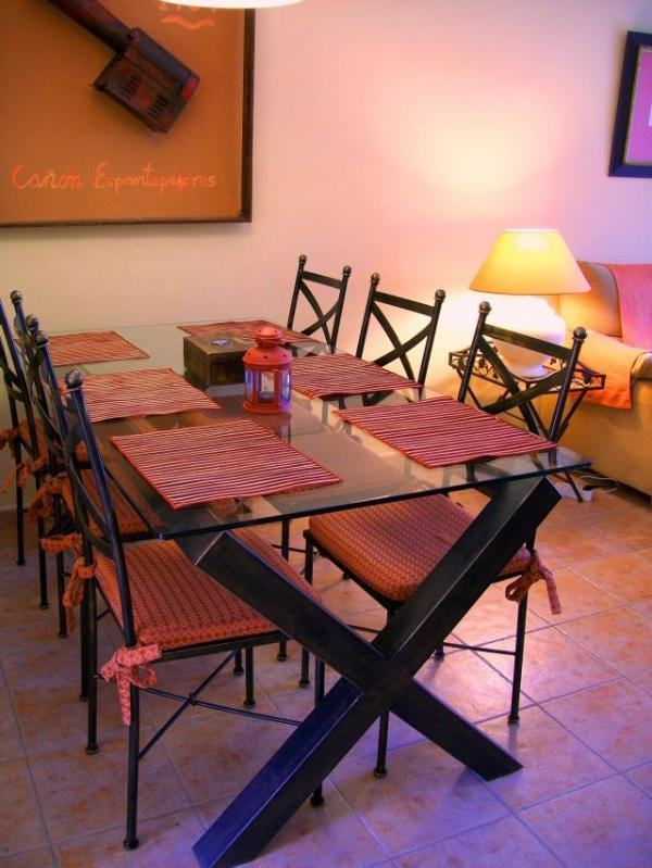 Zona de Comedor. Mesa de 1,80m de diseño exclusivo