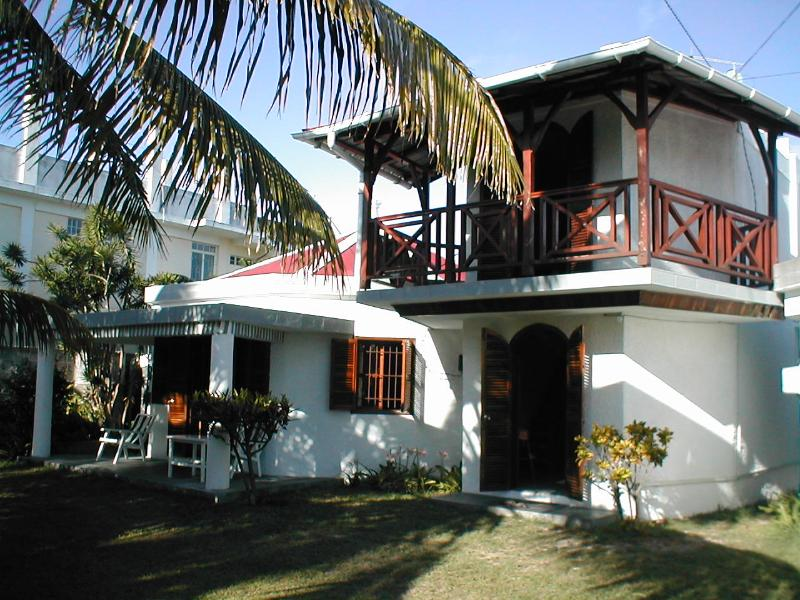 Villa in Pereybere 4/5 minutes walk to one of the best beaches in Mauritius., vacation rental in Pereybere
